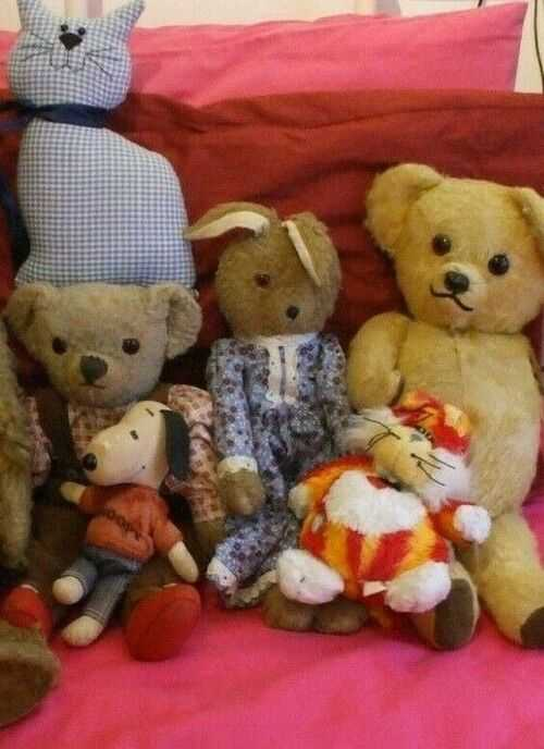 GROUP OF OLD TEDDY BEARS FOR TLC LOOKING FOR A NEW HOME!
