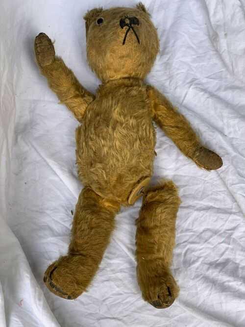 VINTAGE / ANTIQUE OLD TEDDY BEAR ONE LEG NEEDING REPAIR